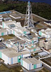 日本原燃の使用済み核燃料再処理工場(2008年5月、青森県六ケ所村)=共同