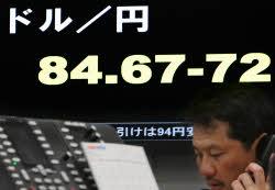 急速な円高に歯止めをかけられるのか(24日、東京都中央区のトウフォレ上田)