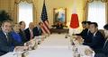 9月23日、ニューヨークでクリントン米国務長官(左から2人目)と会談する前原外相(右から2人目)=共同