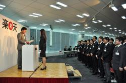 楽天は外国人の新卒採用を拡大している(10月の内定・入社式、東京都品川区)
