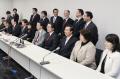 会派離脱願を提出後、記者会見する民主党の議員(17日午前、衆院第1議員会館)