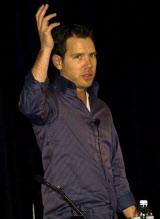 GDC2011で講演するクリフ・ブレジンスキー氏