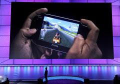 米ロサンゼルスでのゲーム見本市で発表した新製品「PS Vita」=AP