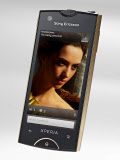 写真1 小型軽量のAndroid端末「Xperia ray」