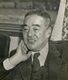 灘尾が師事した緒方竹虎=朝日新聞社提供 三木武吉、大野の4人が自民党の総裁代行委員になった。首相