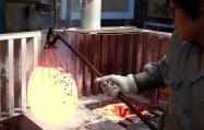 電気炉を24時間稼働する上島熱処理工業所は東電の値上げで年1000万円のコスト上昇を見込む