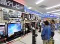 価格が下がっても客足がまばらな薄型テレビ売り場(都内の家電量販店)