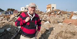 震災発生直後の3月下旬、福島県いわき市でボランティアをする、米ジョージア州から来たグレッグ・トンプソンさん