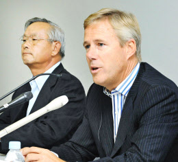 外国人社長、相次ぎ退任 日本板...