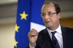 オランド仏大統領は一部の労働者の定年退職年齢を引き下げた(6月7日、パリ近郊の小学校でスピーチする同大統領)=ロイター