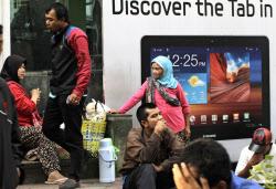 インドネシアのGDPは年平均6%近く伸びてきた(6月12日、ジャカルタ)=AP