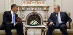 ロシアのプーチン大統領は大統領復帰後初めてオバマ米大統領と会談する(2009年7月7日、モスクワで会談した両氏)=AP