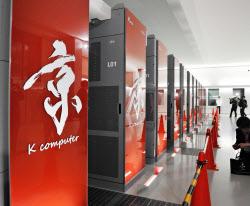 毎秒1京回の計算能力を達成したスーパーコンピューター「京」(2011年11月、神戸市中央区)