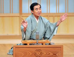 襲名披露公演を開いた六代目桂文枝さん(16日、大阪市)