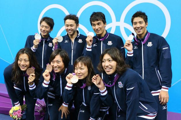 メドレーリレー、男女でメダル :...