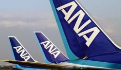 ANAは経営資源の再配分にとりくむ(羽田空港に駐機する全日空機)