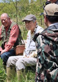 「釣りバカ日誌」で出番を待つ三国連太郎さん(2009年、北海道標茶町) 「釣りバカ日誌」で出番を