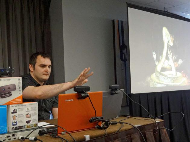 声・手の動きで機器操作 インテルやアマゾン競う