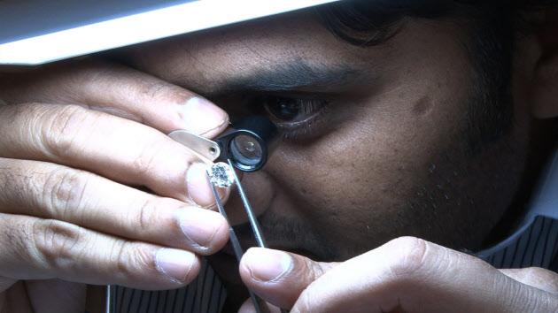 日本の中古ダイヤモンド、インドで生まれ変わる