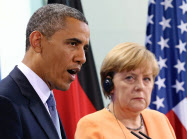 欧州は米英の情報独占を批判する(6月、ベルリンで会談したオバマ大統領とメルケル首相)=AP