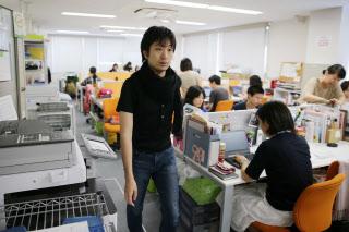 駒崎弘樹(こまざき・ひろき) 1979年東京都生まれ。99年慶応義塾大学総合政策学部入学。在学中よりITベンチャー経営に携わる。卒業後フローレンスをスタート、日本初の「共済型・訪問型」の病児保育サービスとして展開。13年4月に内閣府「子ども・子育て会議」委員に就任。  一男一女の父であり、子どもの誕生時にはそれぞれ2カ月の育児休暇を取得。