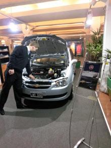 車を買って資産目減りを防ぐ人が増加(ブエノスアイレスの中古車販売店)