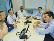 東南アジアの合弁事業がグローバル経営を実習する場になっている(シンガポール本部での会議)