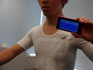 画像2 エアロバイクの利用者がリアルタイムに心拍数を測定