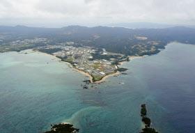 沖縄県が埋め立てを承認した名護市辺野古沿岸部(2013年12月)=共同