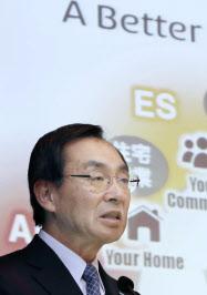 事業方針を発表するパナソニックの津賀社長(27日、東京都港区)