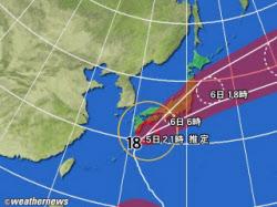 黄円は風速15m/s以上の強風域、赤円は25m/s以上の暴風域、白の点線は台風の中心が到達すると予想される予報円、薄い赤のエリアは暴風警戒域