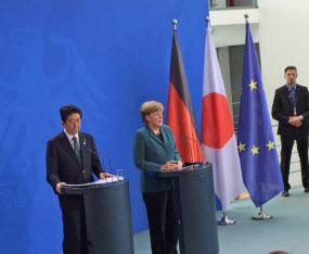 3月の日本での首脳会談では日独両首相の距離感が縮まるかが焦点(写真は2014年4月のベルリンでの日独首脳会談)