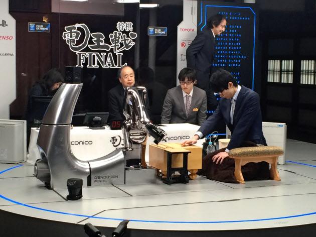 将棋電王戦第1局、プロ棋士が白星発進