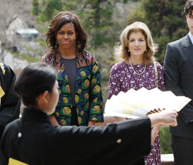 米大統領夫人、京都を訪問 「清水の舞台」で能鑑賞