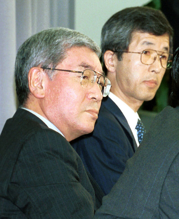 小泉首相、歴代4外務次官を更迭 ...