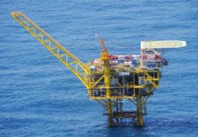 中国が東シナ海で進めている資源開発で、2014年4月に土台の設置が確認された海洋プラットフォーム(第4基)=防衛省提供