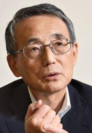 インタビューに答える原子力規制委員会の田中俊一委員長(7日午後、東京都港区)