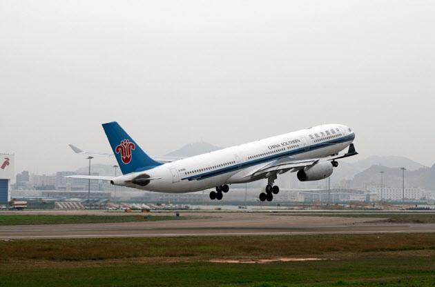 中国の航空株は強烈な売りを浴びた(中国南方航空の旅客機)