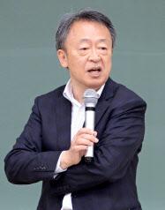 いけがみ・あきら ジャーナリスト。東京工業大学リベラルアーツセンター教授。1950年(昭25年)生まれ。73年にNHKに記者として入局。94年から11年間「週刊こどもニュース」担当。2005年に独立。主な著書に「池上彰のやさしい教養講座」「池上彰のやさしい経済学」(日本経済新聞出版社)。新著「いま、君たちに一番伝えたいこと」(同)。長野県出身。65歳。