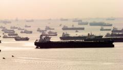 沈む海運「バルチック指数」最低 リーマン超える不況 :日本経済新聞