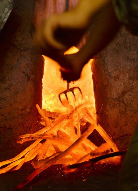 硬さ追求 1000度の闘い 紀州備長炭作り(ここに技あり)和歌山県みなべ町