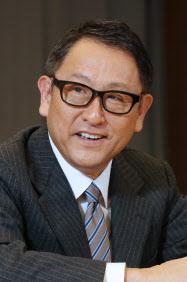 インタビューに答える豊田章男社長