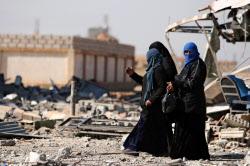 トランプ氏の外交政策には批判が強まっている(2月、内戦で破壊されたシリア北東部のハサカ)=ロイター