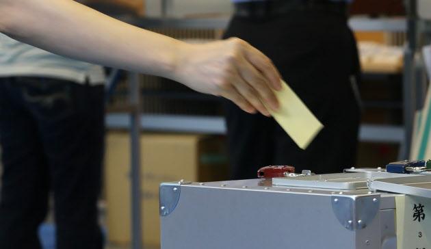 白票が持つ政治的な意味(風見鶏)  :日本経済新聞 - ヒウィッヒ・ドットコム