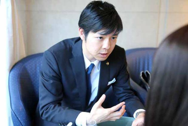 夕張破綻10年 年収300万円台の市長、次のキャリアは                                         北海道夕張市長 鈴木直道氏が語る
