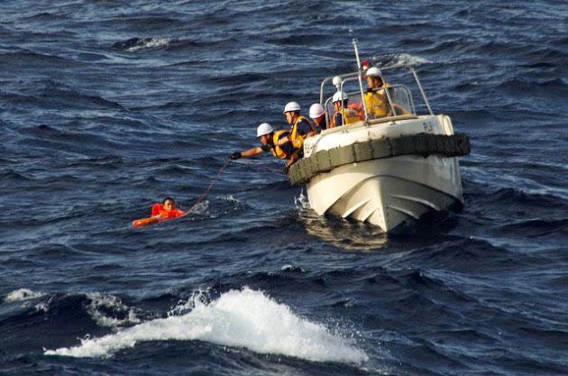 尖閣沖で中国漁船沈没 貨物船と衝突、6人救助