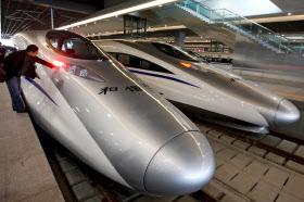 上海と杭州を結ぶ中国の高速鉄道(写真は本文と関係ありません)=ロイター