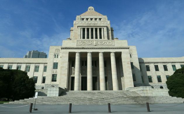 臨時国会の召集を控えた国会議事堂(9月26日)