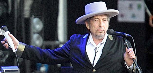 フランス西部で行われたイベントで歌を披露するボブ・ディランさん(2012年7月22日)=AP