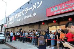 開店当日の19日、長蛇の列ができた(ニューヨーク市)